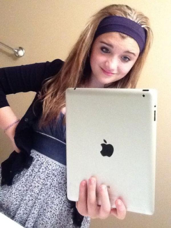 Люди, фотографирующие на iPad
