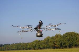 Первый пилотируемый полет на электрическом мультикоптере