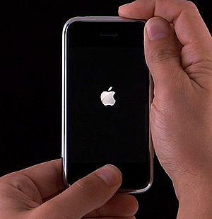 нажатие кнопок Home и Power в iPhone фото