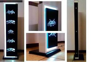 Напольный светильник для фанатов игры Space Invaders. Фото