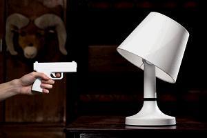 Дизайнерская лампа, выключающаяся с помощью выстрела фото