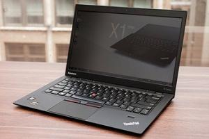 На фото ультрабук Lenovo ThinkPad X1 Carbon