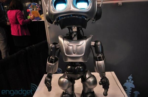 На фото робот игрушка Quasi